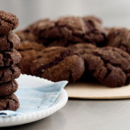 Ponudba čokoladnih piškotov in čokoladnega mleka