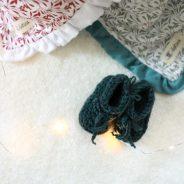 Pleteni copatki za dojenčka in druga unikatna darila ob rojstvu otroka